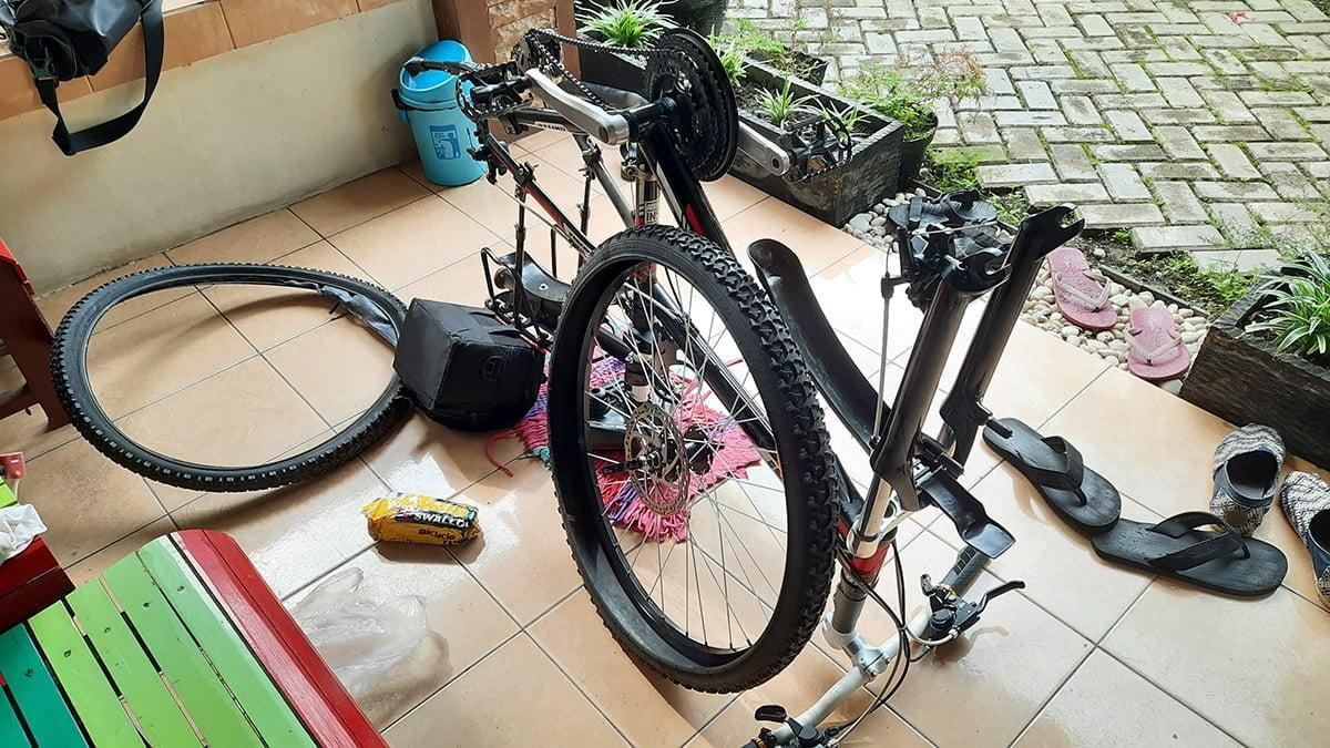 Menjadi Montir Sepeda Dadakan